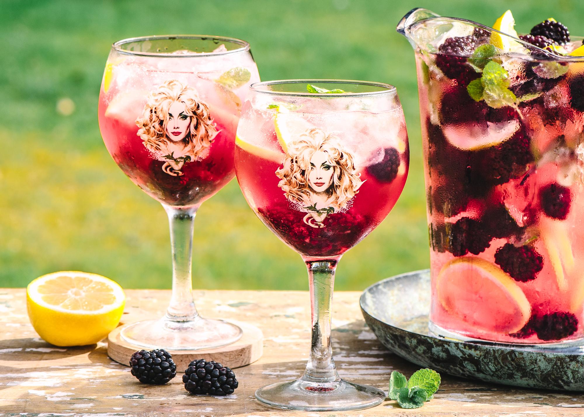 Daffy's Mulberry Gin Spritz